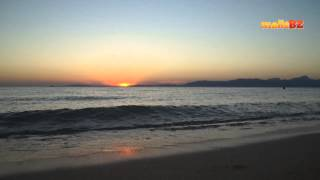 Abends am Strand sitzen und den Wellen lauschen