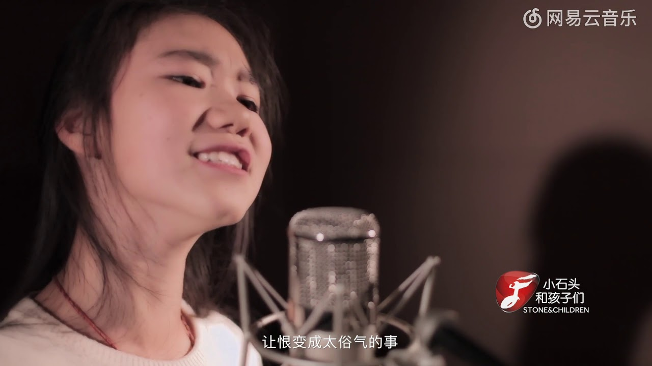 漂酿的小女孩演唱KTV必点曲目《魔鬼中的天使》味道很足!