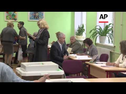 Putin, Sobyanin and Kasyanov vote in Moscow mayoral election