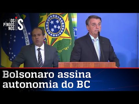 Bolsonaro sanciona autonomia do Banco Central e dá posse a Onyx e Roma