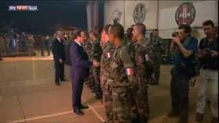 هولاند يزور القوات الفرنسية ببانغي