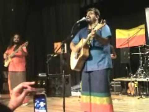 Raghu Dixit- Ninna poojege Banda Madeshwara- Kannadigaru UK.wmv