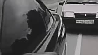 سيارة كادة أن تتعرض لإطلاق نار من مجهول