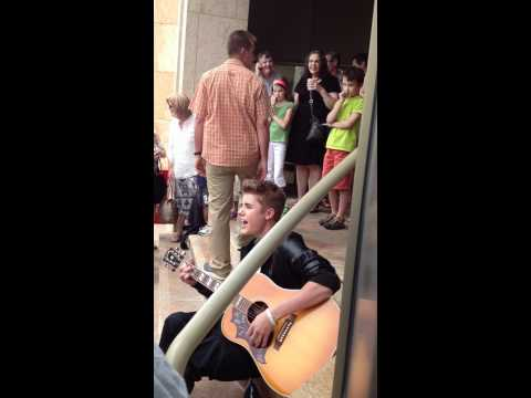 Justin Bieber busking in Stratford Ontario outside the Avon Theatre 16/06/12