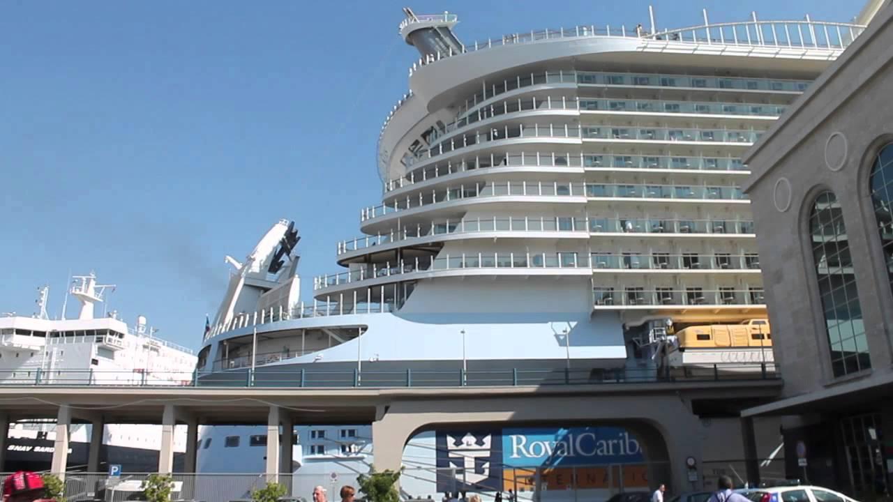 La nave pi grande del mondo a napoli youtube for La villa piu grande del mondo