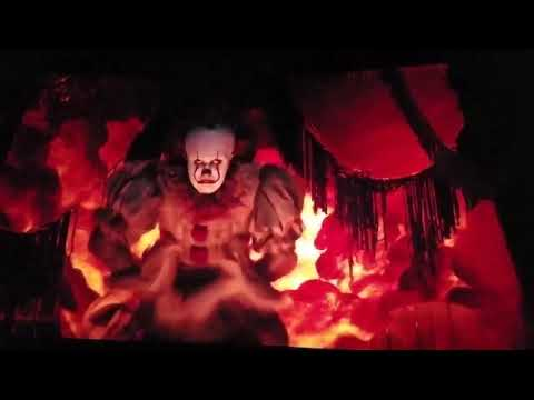 Pennywise dance to Tiptoe through the tulips