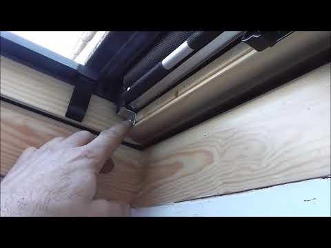 monte un store exterieur pour fenetre de toit velux