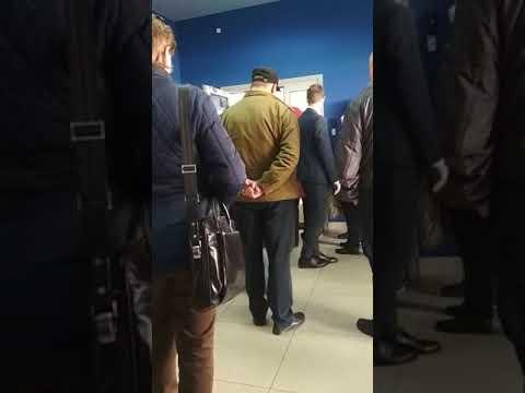 В БАНК  ВТБ 24  СЕГОДНЯ ВЫСТРОИЛАСЬ ОГРОМНАЯ ОЧЕРЕДЬ/СПБ