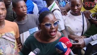 ENKAAYANA ZA AKEEDI:  Poliisi ekozeseza ttiyaggaasi wamu n'amazzi okugumbulula abasuubuzi thumbnail