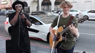 เจ้าของเพลงเซอร์ไพรส์!! ร่วมกับนักร้องข้างถนน (will.i.am surpise fan)