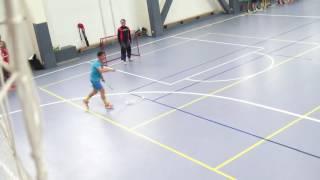 Прием мяча в движении с сзади с ударомпасом
