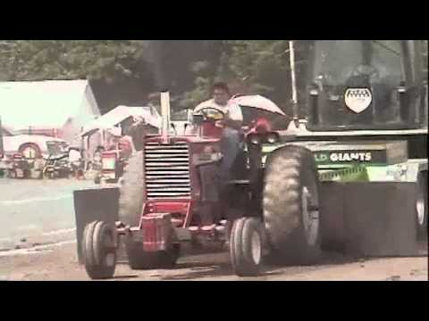 thunder on the ridge ipa truck tractor pull 2011 naturally aspirated outlaw tractors youtube. Black Bedroom Furniture Sets. Home Design Ideas