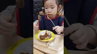 [딜라이트나인] 뽀로로 그릇에 짜장면을 먹어요~ 숟가락…