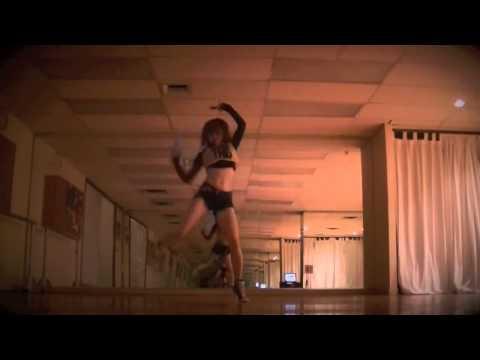 Twerking Missy Elliot feat. Ciara & Fat Man Scoop