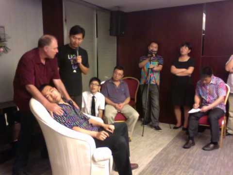 BEIJING CHINA HYPNOSIS & HYPNOTIST TOM SILVER SHOWING INSTANT TRANCE HYPNOSIS AMAZIING WATCH NOW!