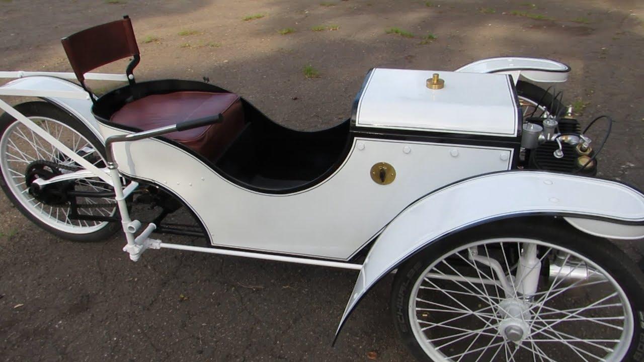 Уникальная реплика старинного автомобиля в Мариуполе