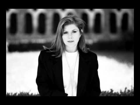 Kirsty MacColl - There's A Guy Works Down The Chip Shop Swears He's Elvis (Live Acoustic 1991)