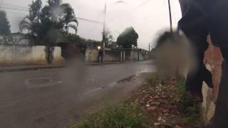 Policias ficam encurralados em operação policial em Santa Cruz
