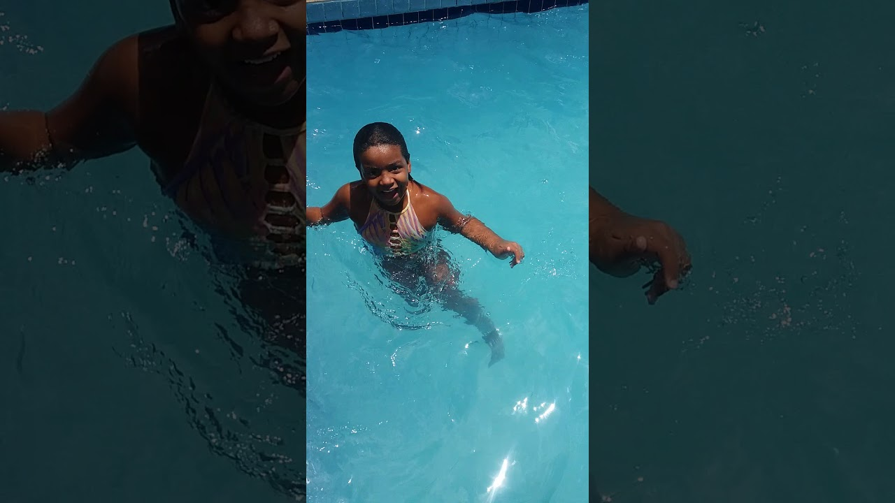 Rico vs Pobre entrando na piscina!!! - YouTube