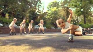 Bebes patinando Roller Babies lo mas visto en you tube