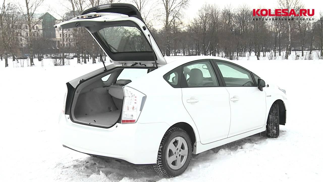 Toyota prius доступный автомобиль с бензоэлектрическим силовым агрегатом. При отключении бензинового двигателя батарея мощностью 37 л. С. Позволит машине продолжить движение. Водитель самостоятельно может контролировать работу всех частей двигателя, переключаясь между режимами.