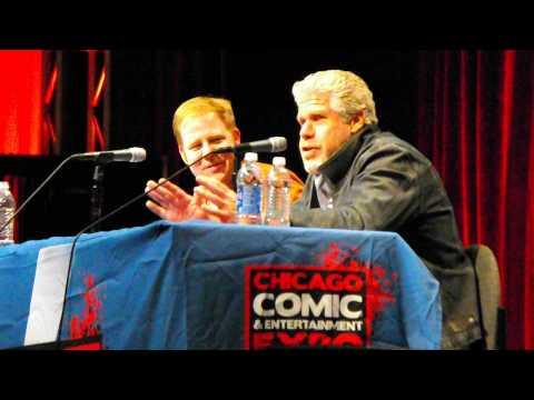 Ron Perlman vs. Seth Macfarlane: A Frank Sinatra karaoke showdown! C2E2 2013