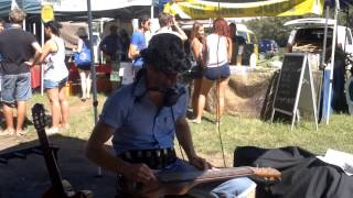Juzzie Smith performs Be Love at Byron Bay market 5.4.2012.mp4