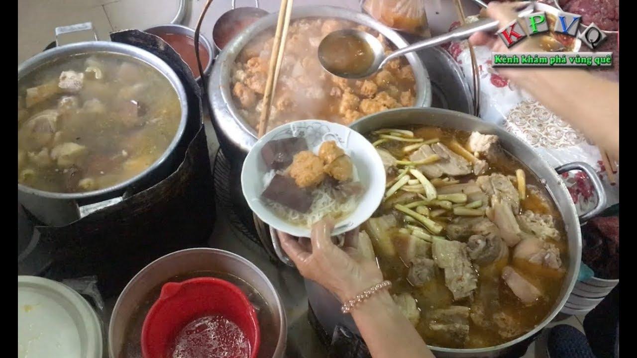 Gánh bún bò Mệ Kéo 70 năm ở Huế, nhất định phải ăn thử