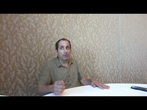 Peter Jacobson -  Colony (Alan Snyder) Interview