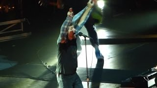 Pearl Jam: Spin The Black Circle [HD] 2013-10-15 - Worcester, MA