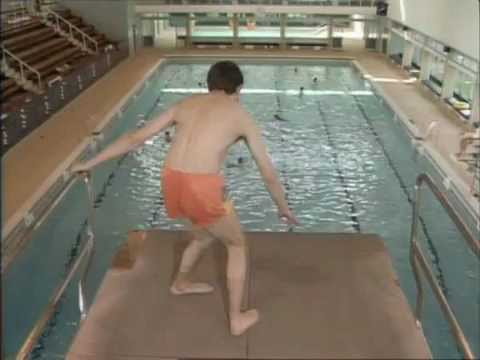 Mr Bean En La Piscina Youtube