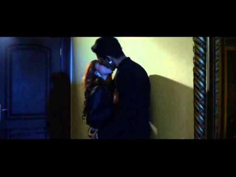 Adegan Ciuman Robby Shine & Dewi Perssik di Film Bangkit Dari Lumpur