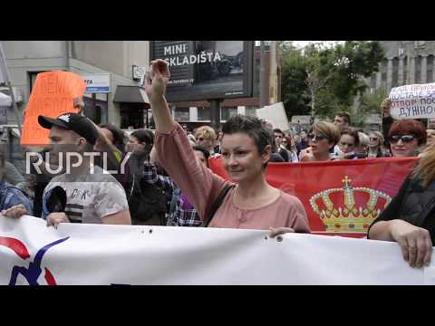 Serbia: Hundreds protest