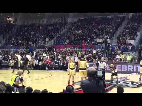[FANCAM] Kris WuYifan NBA All-Star Celebrity Game