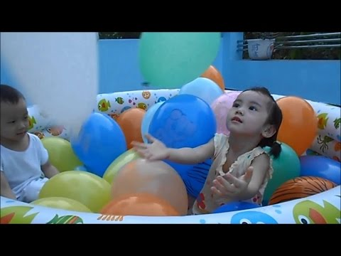 Bé chơi bong bóng Balloon for Kids