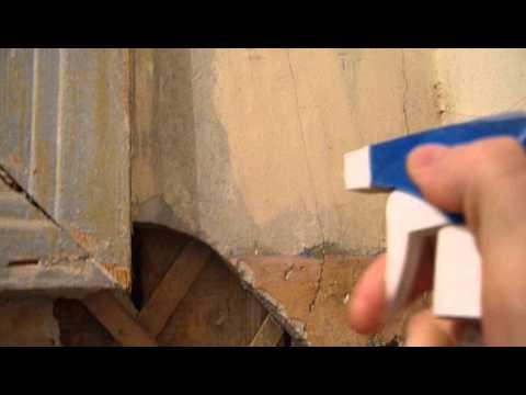 видео: Ремонт в ванной: снимаем побелку при помощи распылителя