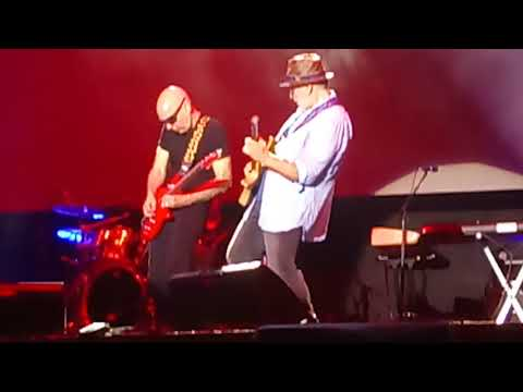 Joe Satriani - What Happens Next // Live In Istanbul (Best Solo Ever)