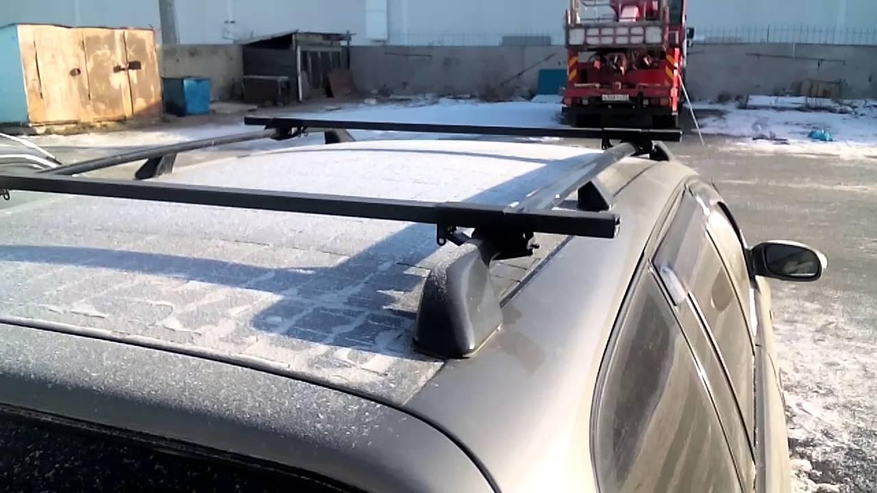 Солнечная батарея на крыше автомобиля, в зимний период.
