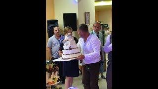 Упал торт на свадьбе . Шок у всех !