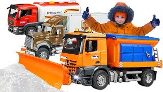 #Cars for kids Fuel Truck Stuck in the snow Alex with #Bruder Truck to help man