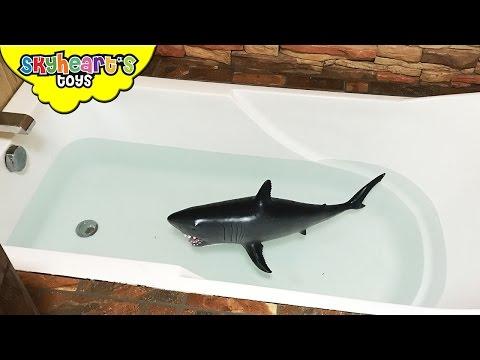 BABY SHARK Attack in BATHTUB - Kids playtime battle with shark toys children Skyheart