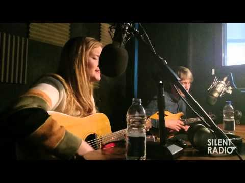 """Silent Sessions #5 - Laura James """"Rooftop"""""""