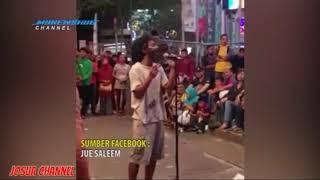 Download Video Musisi Jalanan Ini ,Punya vokalis 'Orang Gila' Namun Suaranya Sangat Merdu MP3 3GP MP4