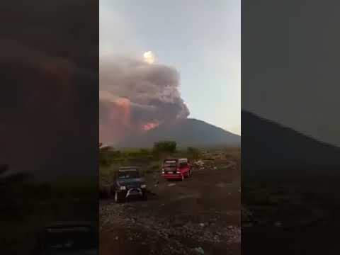 Video amatir Luapan wedus gembel Gunung Agus Bali-26 November 2017