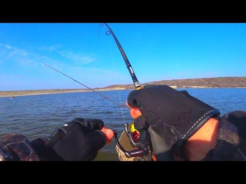ДЕРЖАЛ ДВУМЯ РУКАМИ ВОТ ЭТО БОЕЦ рыбалка весной 2020