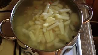 Кулинарный день. Видео три. Картофельный суп с куриной грудкой