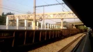 trem de carga da MRS passando por Del Castilho