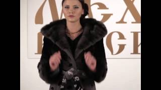 видео Меховая куртка из шиншиллового кролика с капюшоном