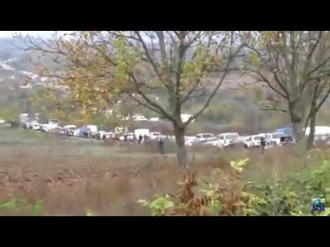 Мирные жители Степанакерта массово покидают Старицу непризнанный Нагорно-Карабахской Республики.