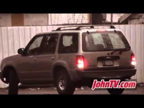 VIDEO : Uomo va con una prostituta nel parcheggio di un ristorante